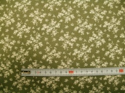 vzor 127486-0809 Krémová  květinka na zelené -