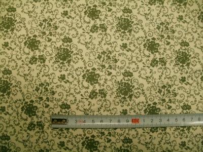Látky Patchwork - Zelené květy na krémové