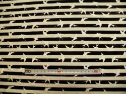 Látky - vzor 2489-008 Stříbrní ptáci na proužku - Stříbrotisk