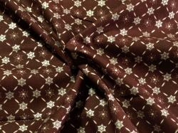 Látky Patchwork - Vánoční vločky na tmavě červené - bordó