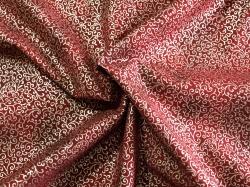 Látky Patchwork - Ornamenty na vínově červené - stříbrotisk