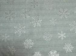 Látky Patchwork - Vánoční vločky na šedé - stříbrotisk