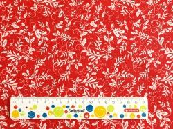 Látky Patchwork - Listy na červeném podkladu