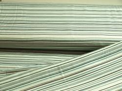 19-035 Barevné pruhy na bílém podkladu -