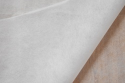 860141 Novopast - jednostranně lepící  - jednostranně lepící, přižehlovací vrstva,18 g/m2 pes pasta