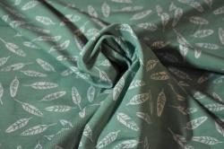 Látky Patchwork - Avalana - Pírka na zeleném podkladu