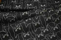3902-515 Stříbrné kočky na černém podkladu -
