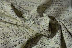 Látky Patchwork - Písmo na smetanovém podkladu