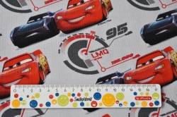 Látky Patchwork - Závodní auta na sv. šedém podkladu