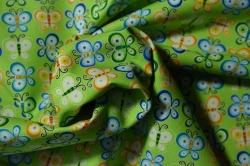 Látky Patchwork - Motýlci na sv. zeleném podkladu