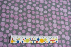 Látky Patchwork - Růžová kola na šedém podkladu