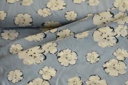 180720-15 Květy na světle modrém podkaldu - Látka s měnícím efektem