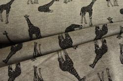 130817-3001 Žirafy na šedém podkladu -