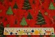 Látky Patchwork - Vánoční stromky na jasně červené