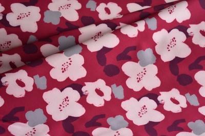 Látky Patchwork - Květy na malinové podkladu