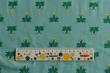 Látky Patchwork - Žabky na sv. tyrkysovém podkladu