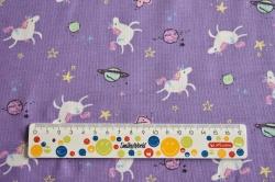 Látky Patchwork - Jednorožci a planety na fialovém podkladu