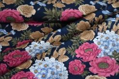 1412-G Růžové květy na modrém podkladu -