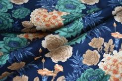 1414-G Zelené květy na modrém podkladu -