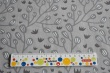 Látky Patchwork - Větvičky na šedém podkladu